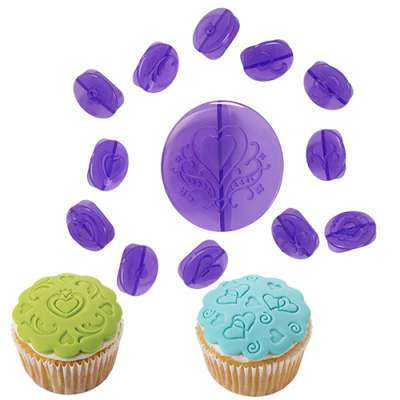 Wilton Cupcake Decorating Set -Hearts- Set/14